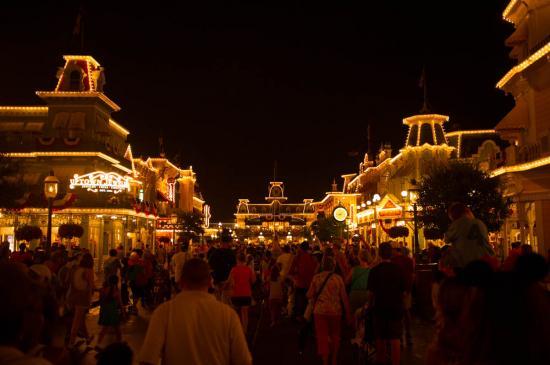 09 - Main street la nuit