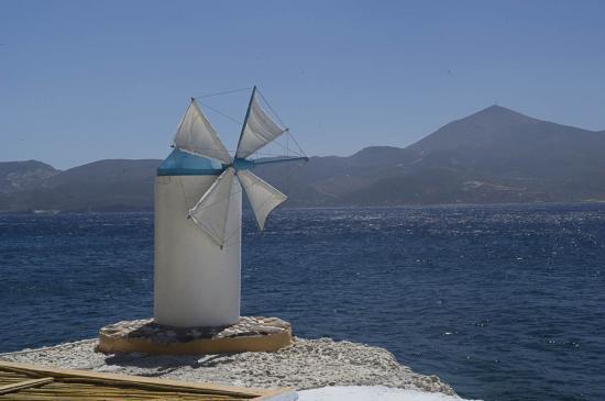 28 - Le fameux moulin des Cyclades