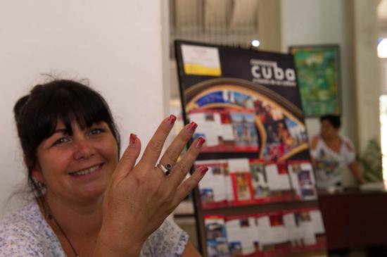 L'hôtesse de l'office du tourisme de Trinidad