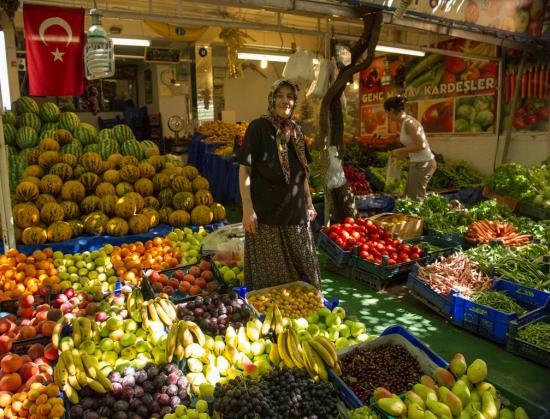 Une vendeuse de légumes à AYVALIC